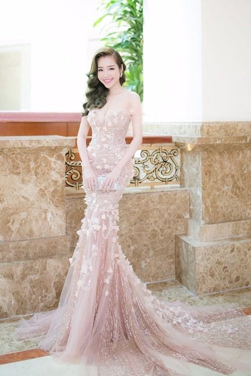 Elly Trần, Phạm Hương đẹp như hai 'nữ thần' với phong cách tương phản