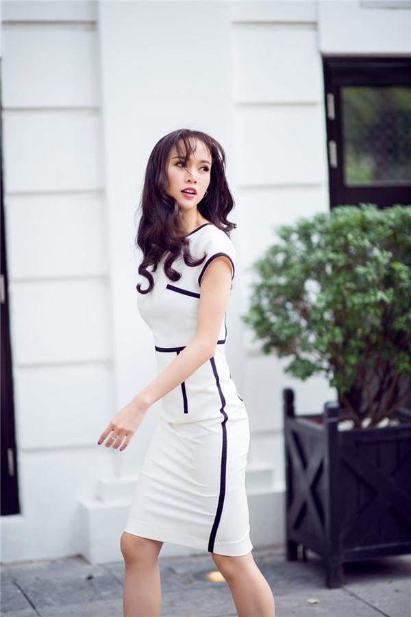 Học cách diện váy bút chì khoe đường cong đẹp như Vũ Ngọc Anh