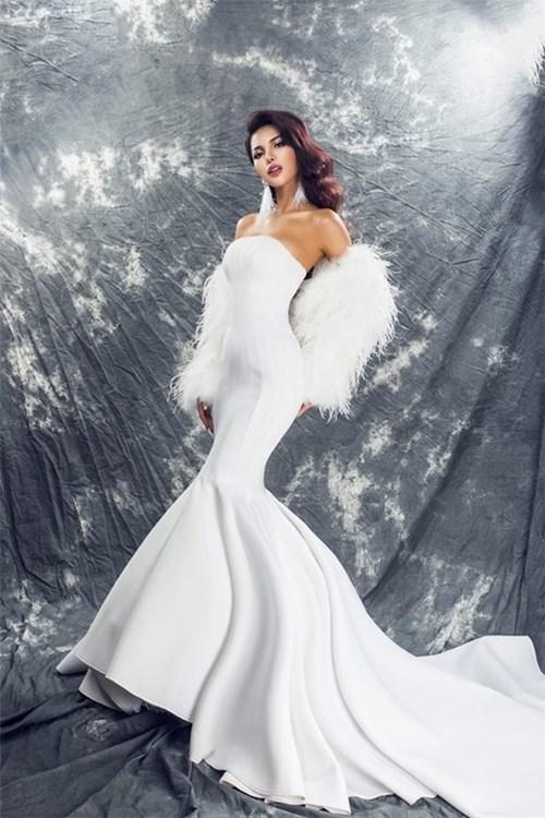 Những bộ váy Lệ Quyên liên tục được 'mượn' đi thi hoa hậu