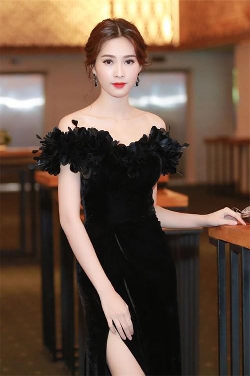 Vẻ đẹp mê hồn của Thu Thảo, Phạm Hương với trang phục điệu đà