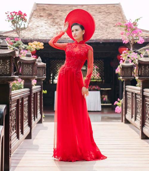 Áo dài cưới đỏ giúp cô dâu tỏa sáng, sang trọng