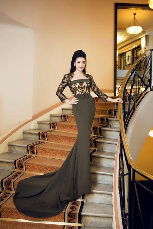 """Hà Hồ, Lý Nhã Kỳ, Thanh Hằng khiến fan """"bấn loạn"""""""
