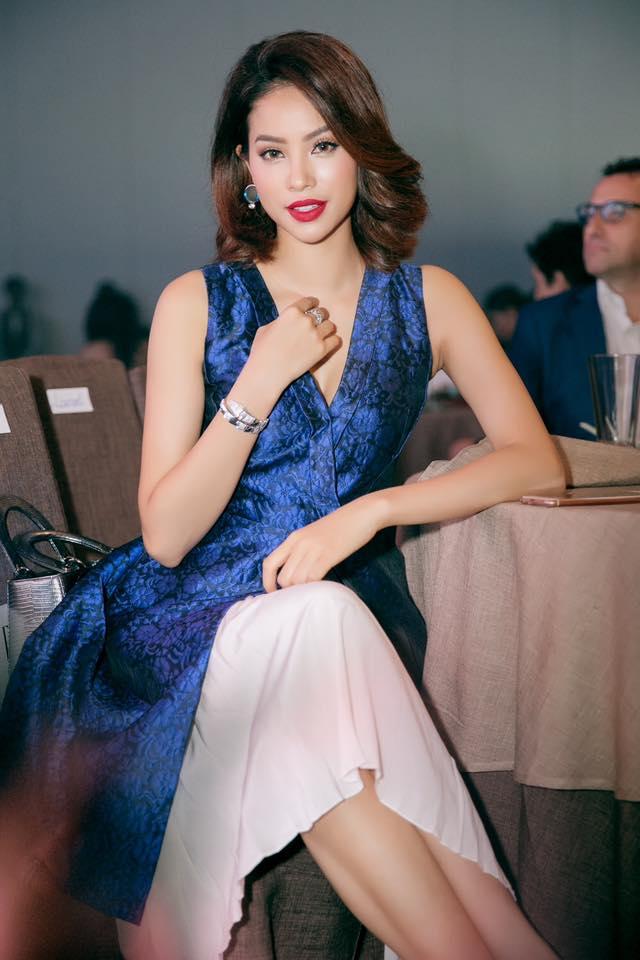 Hoa hậu Phạm Hương lạ lẫm khi cắt tóc ngắn