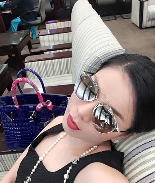 Những chiếc túi đáng 'cả gia tài' của sao Việt