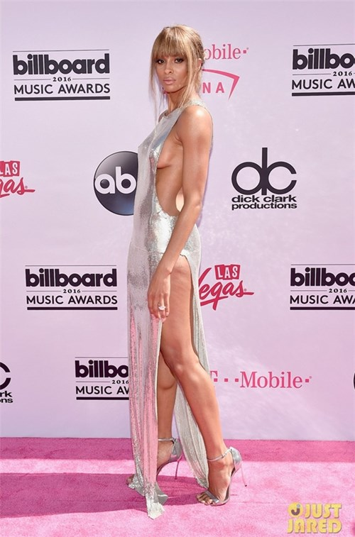 Những chiếc váy làm bạn 'bối rối' vì không biết mặc nội y thế nào