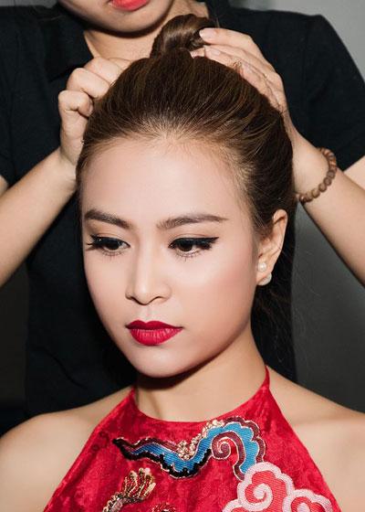 Trang điểm đẹp với đôi mắt sắc sảo như Hoàng Thùy Linh
