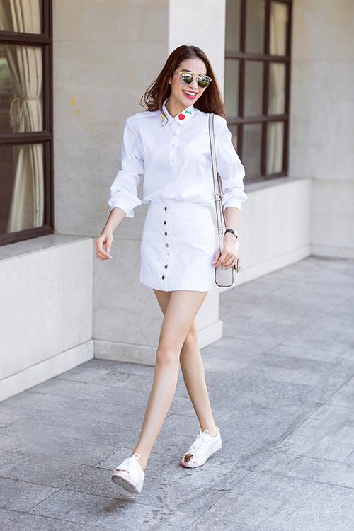 'Tuyệt chiêu' mix chân váy điệu nghệ như sao Việt