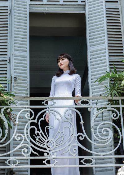 Ngắm BST áo dài nữ sinh 'dòng thời gian' của Thái Tuấn