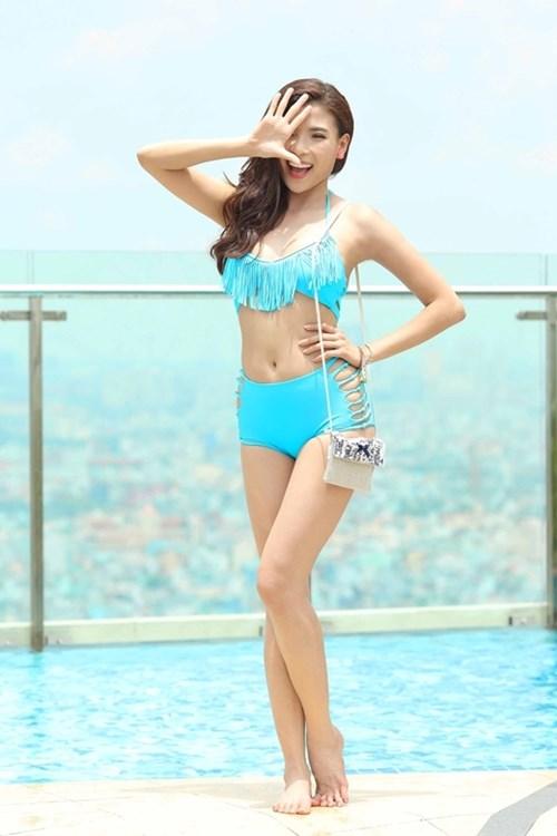 Thúy Diễm, Hồng Loan tự tin khoe dáng cùng bikini