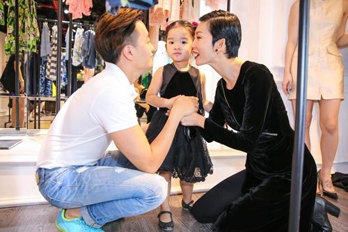 Con gái Xuân Lan thân thiết với Lương Mạnh Hải