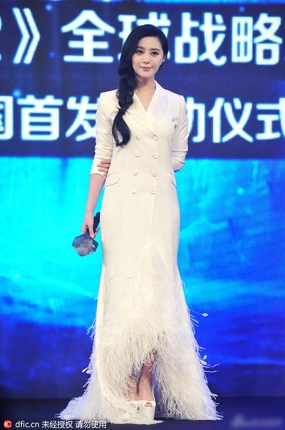 Phạm Băng Băng gân ấn tượng với mốt nửa vest nửa váy