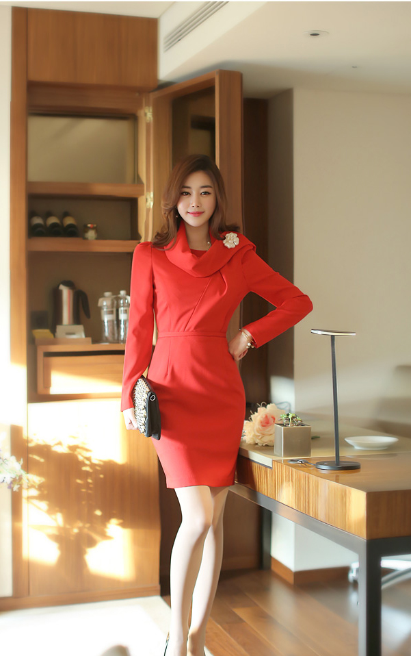 Váy liền thân màu đỏ tỏa sáng chinh phục mọi ánh nhìn