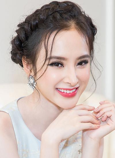Viền mắt cong tuyệt đẹp của Angela Phương Trinh