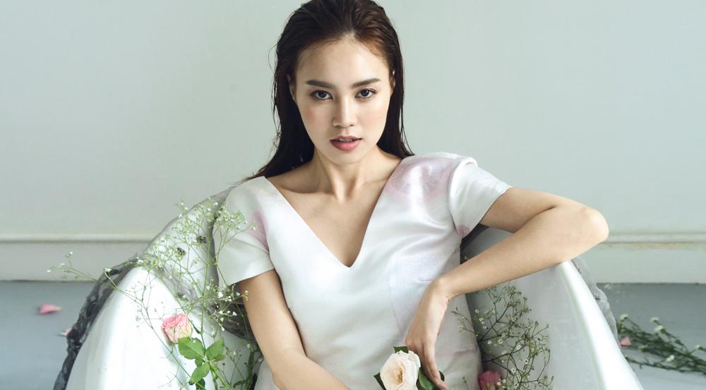 Ninh Dương Lan Ngọc yêu kiều với đầm mùa hạ