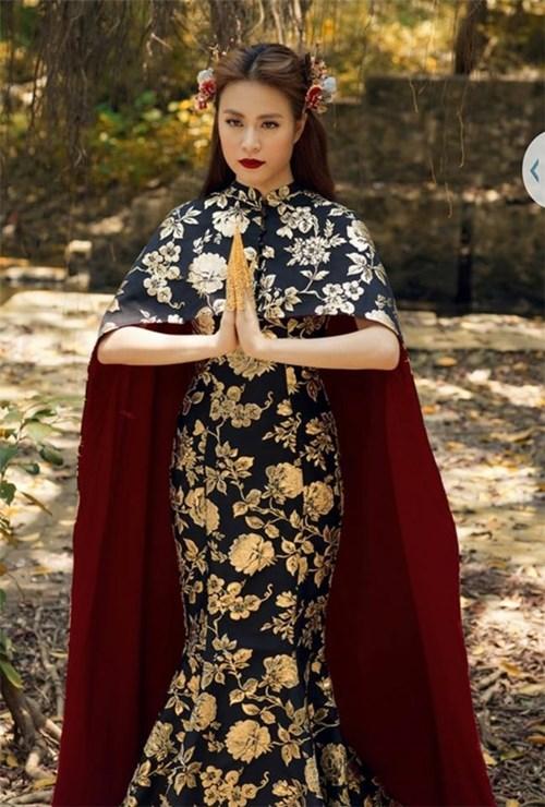 """Váy của Hoàng Thùy Thùy Linh """"na ná"""" hàng hiệu"""