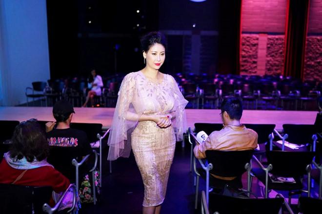 """Hoa hậu Hà Kiều Anh, Đỗ Mỹ Linh đẹp """"nghiêng nước nghiêng thành"""""""