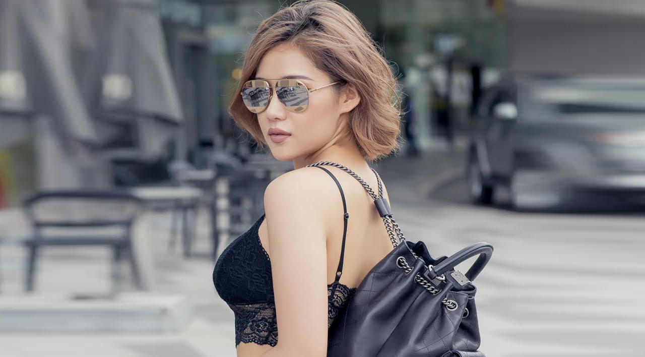 Bạn gái Tiến Đạt mặc hở bạo dạo phố Sài Gòn