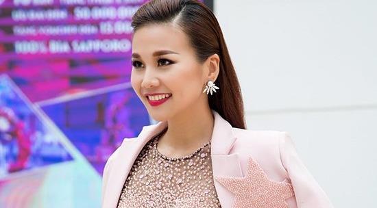 Cận cảnh BST blazer của siêu mẫu Thanh Hằng