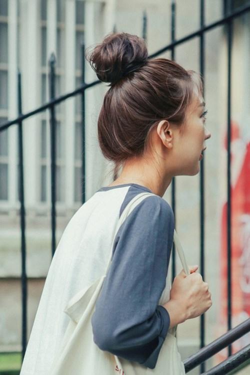 16 kiểu tóc duyên dáng cho mùa lễ hội, chỉ cần 5 phút là xinh luôn!