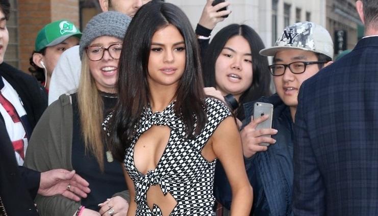 Selena Gomez gợi cảm với váy cut-out táo bạo