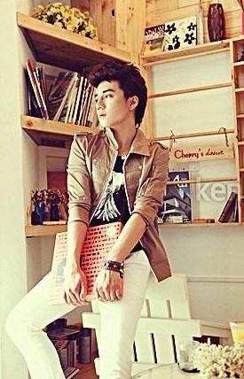 Phối áo khoác nam mỏng đẹp với áo sơ mi cho chàng phong cách cuốn hút