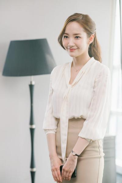 Tạo hình thư ký của 'Người đẹp dao kéo' Park Min Young