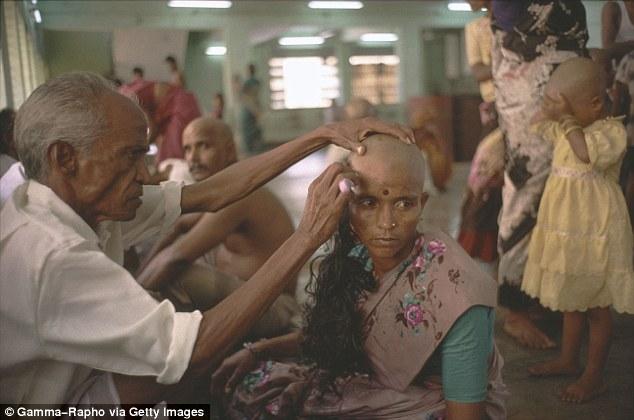 Sự thật cay đắng đằng sau mái tóc giả mà hàng triệu bạn gái yêu chuộng