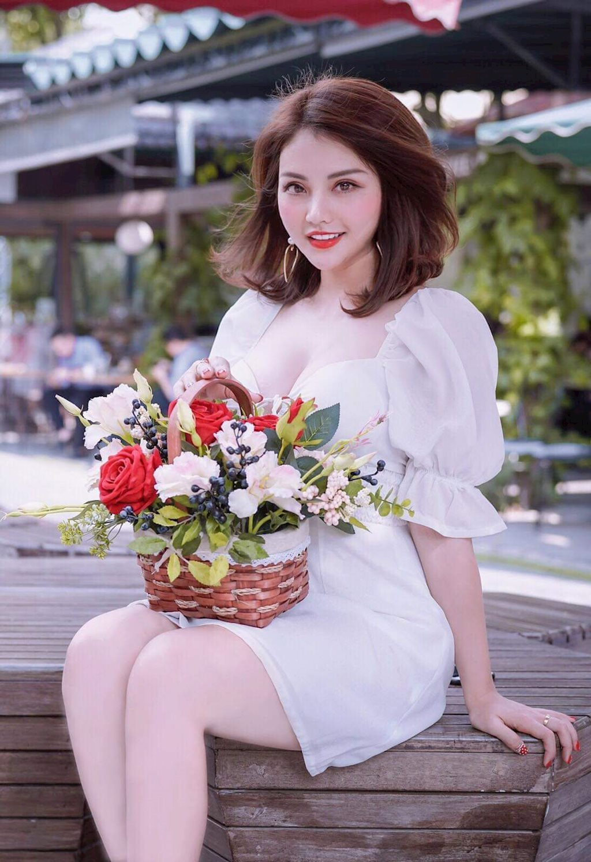 Hotgirl lại gây sốt với bộ ảnh cực quyến rũ