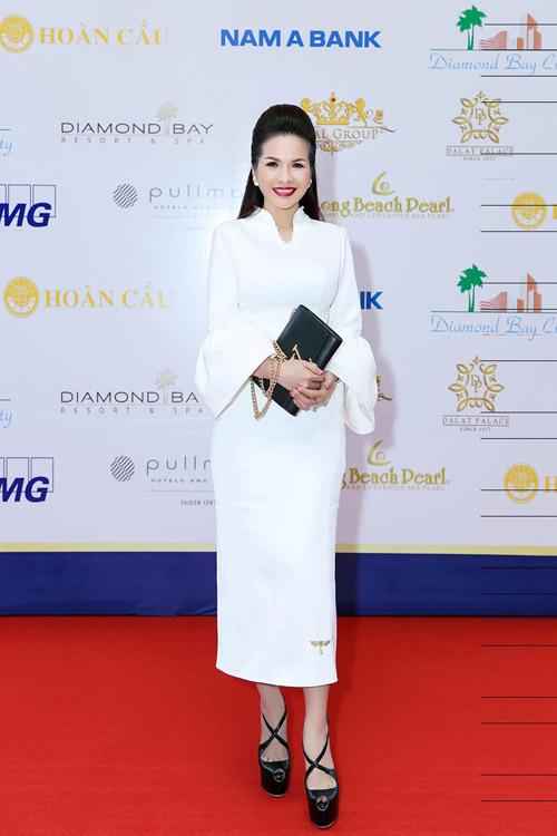 Lê Thanh Thúy diện cây trắng thả dáng cực phong cách