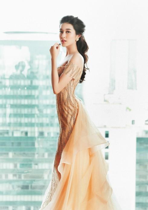 Những chiếc váy giúp Huyền My vượt mặt tất cả sao Việt