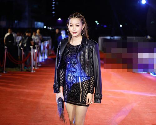 Hoa hậu Hải Dương mặc váy lưới cá tính tại sự kiện