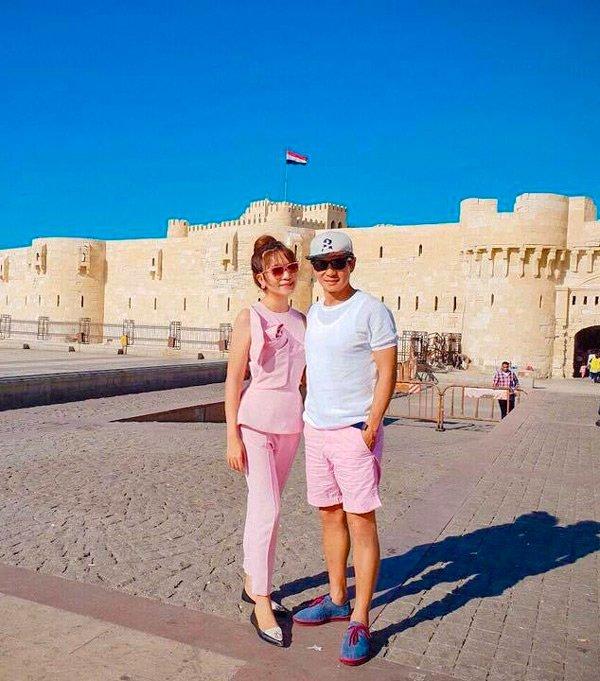 Ở tuổi U50, Lý Hải vẫn bất chấp diện đồ đôi màu hồng