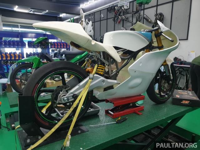 Exciter 150 độ chạy sân Moto3 đầy cá tính mạnh mẽ