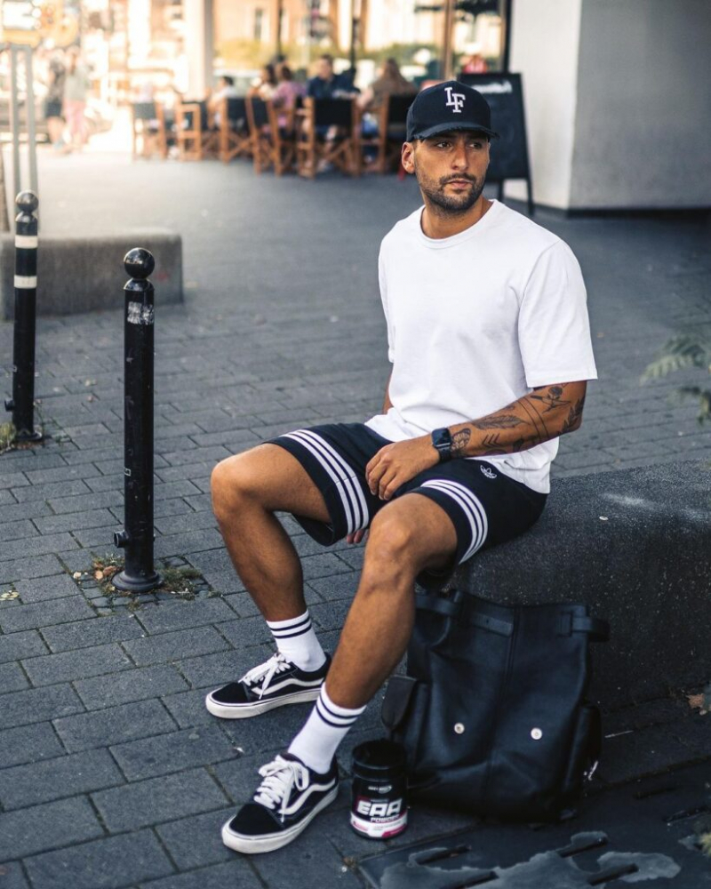 Đậm chất streetwear nổi bần bật trên phố cá tính