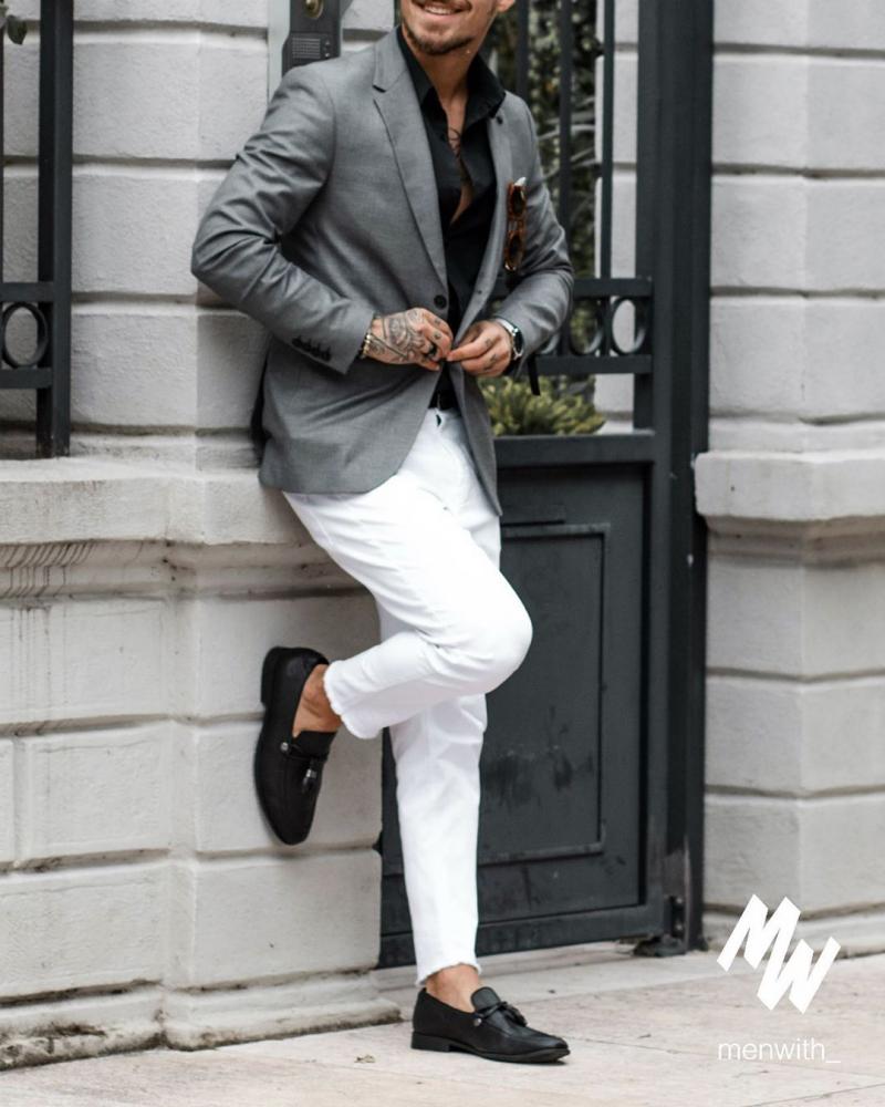 Sơ mi đen – mốt áo giúp chàng thanh lịch hơn dù diện xuống phố mạnh mẽ