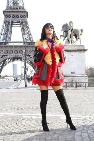 BST áo khoác không phải ai cũng dám thử của Rihanna