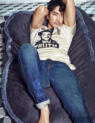 Vẻ đẹp cuốn hút của Song Seung Hun khi ở tuổi 37