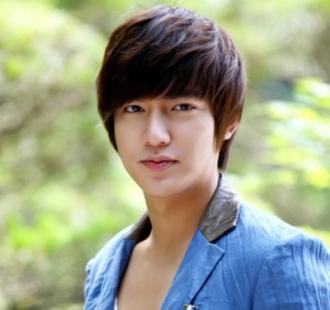 Những kiểu tóc mái ngố 'làm mưa làm gió' của sao Hàn