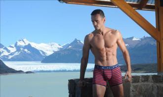 BST underwear làm nổi bật vẻ nam tính của Lody