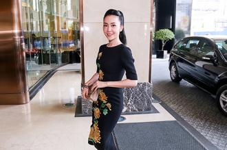 Linh Nga nổi bật với váy thêu hoa cúc cao quý