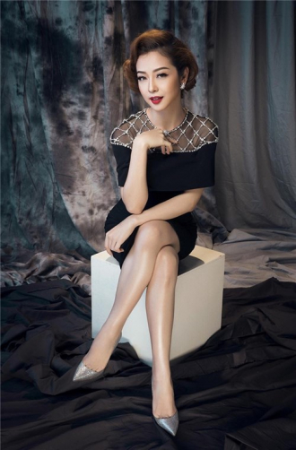 Jennifer Phạm ngọt ngào, sang trọng với sắc đen