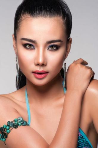 Lại Thanh Hương gợi ý phong cách đi biển