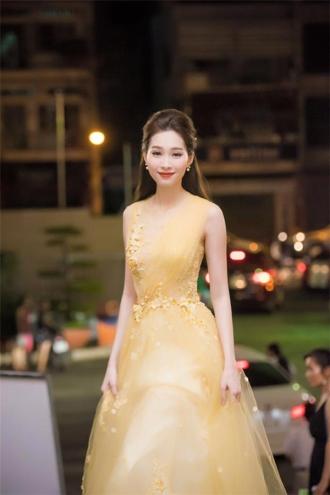 Thu Thảo 'biến hóa khôn lường' với thời trang sang trọng