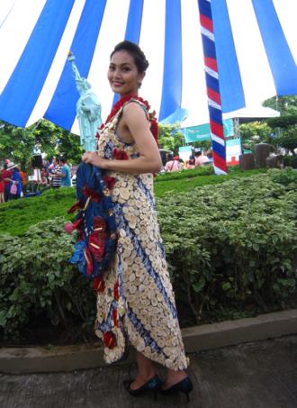Ngắm người đẹp 'Hoa hậu các dân tộc' diện váy kết từ hoa tươi