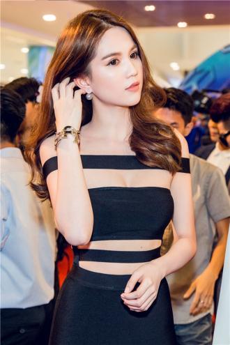 Ngọc Trinh diện váy cut-out khoe trọn thân hình tuyệt mĩ