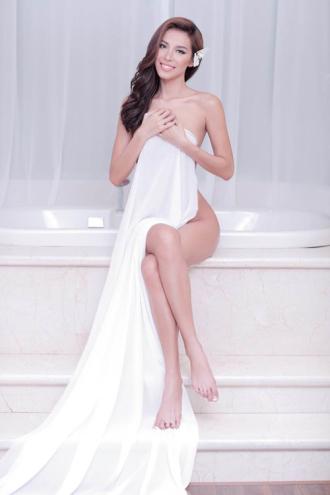 Người mẫu mê chụp nude nói gì?