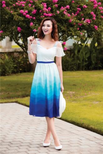 Nữ tính như Lã Thanh Huyền với sắc xanh gợi cảm
