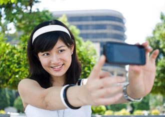 'Selfie' càng nhiều càng mau già ?