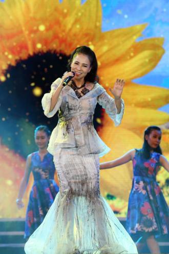 Váy áo đắt tiền của Thu Minh