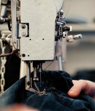 Có gì trong chiếc quần '6 tháng giặt 1 lần' của Nudie Jeans